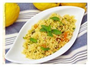 25469013_quando-il-couscous-si-sposa-con-la-frutta-per-un-insalata-molto-leggera-0