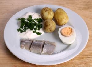Midsummer_pickled_herring (1)
