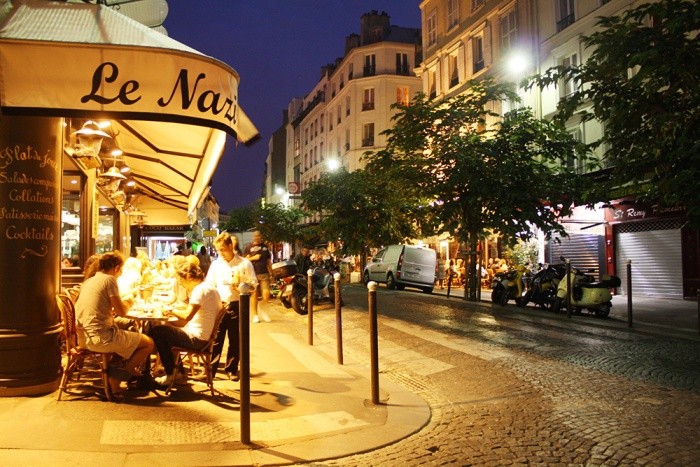 montmartre-night-cafe