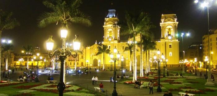 plaza-de-armas-de-lima-1024x453